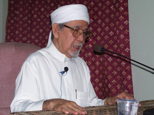 """ Yang haq itu haq, yg batil itu batil….letakkan keadilan benar2 pada tempatnya…"" Almarhum Mantan SS Dato' Mufti Selangor, Tuan Guru Ishak Baharom"