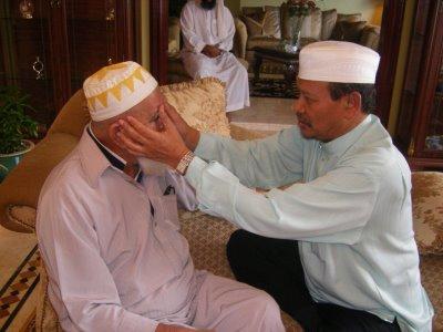 """Ya,kita memilih POLITIK untuk ISLAM,kita guna politik untuk ISLAM. bukan guna ISLAM untuk Politik ""Al-Fadhil Ustaz Dato Ismail Kamus"
